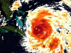 hurricane-irene-eye-110824-02