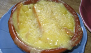 Gooey French onion soup_reduced image