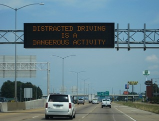 I-55_I-40_West_Memphis_AR_distracted_driving_warning_sign